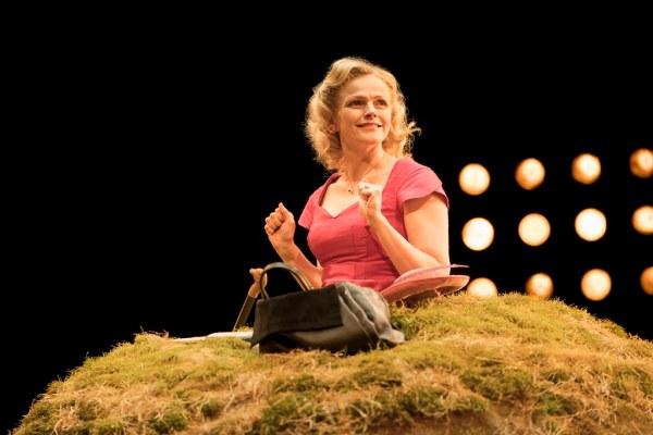 Happy Days Royal Exchange Manchester Theatre Reviews Samuel Beckett Maxine Peake